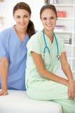 Medici ospedalieri femminili Fotografia Stock Libera da Diritti