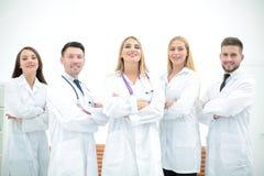 Medici sicuri che posano e che sorridono alla macchina fotografica Fotografia Stock Libera da Diritti