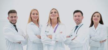 Medici sicuri che posano e che sorridono alla macchina fotografica Immagine Stock Libera da Diritti