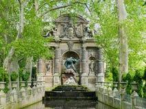 Medici springbrunncloseup i Paris i vår arkivbilder