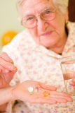 Medicijnen voor een oude vrouw Stock Foto