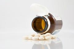 Medicin för hälsa med vit bakgrund Royaltyfria Foton