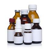 Medicin  flaskor som isoleras på vit Arkivbilder