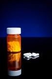 Medicin, minnestavlor och pillbottle Fotografering för Bildbyråer