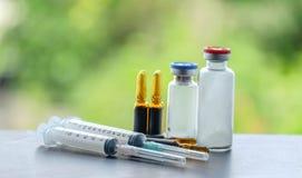 Medicin och ampule och injektion Arkivbilder