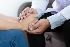 Medicin- och hälsovårdbegrepp Parkinson och alzheimer kvinnlig Arkivbild
