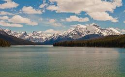 Medicin sjö, Alberta, Kanada Arkivbild