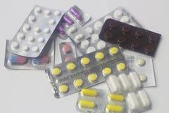 medicin, sjukvård, arbete, första hjälpen, medicinpreventivpillerar och kapslar Royaltyfri Fotografi