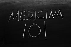Medicina 101 auf einer Tafel Übersetzung: Medizin 101 Stockbild