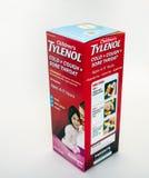 Medicina de Tylenol en el fondo ligero fotos de archivo