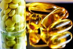 Medicina do óleo e da valeriana de peixes Foto de Stock
