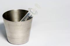 Medicina e seringa de vidro Imagem de Stock