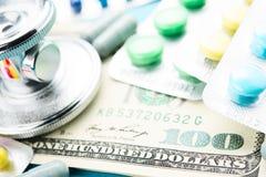 Medicina e soldi Immagine Stock