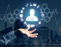 Medicina ed icona generale di sanità visualizzate su una tecnologia i Fotografie Stock