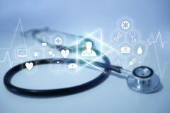 Medicina ed icona generale di sanità visualizzate su una tecnologia m. Immagini Stock Libere da Diritti