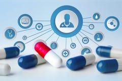 Medicina ed icona generale di sanità visualizzate su una tecnologia m. Immagine Stock