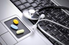 Medicina en línea Imágenes de archivo libres de regalías