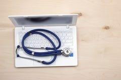 Medicina en línea fotos de archivo libres de regalías