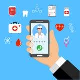 Medicina mobile, medico online Smartphone della tenuta della mano con il app medico Fotografia Stock