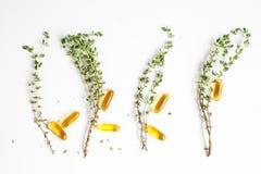 Medicina natural - opinião superior das ervas foto de stock
