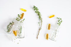 Medicina natural - opinião superior das ervas imagens de stock