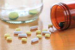 Medicina sulla tavola di legno Fotografie Stock