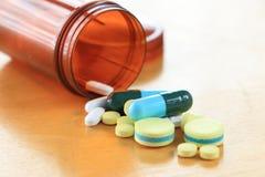 Medicina sulla tavola di legno Immagine Stock