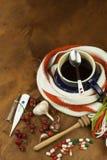 Medicina tradicional contra frios e gripe Chá do Rosehip Tratamento da doença Fotografia de Stock