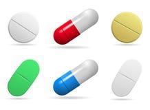 medicinal tablets Uppsättning av oval-, runda- och kapselminnestavlor av olika färger Isolerade objekt på vit bakgrund vektor illustrationer