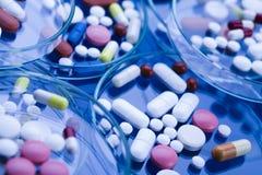 Medicinas Imágenes de archivo libres de regalías
