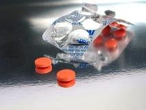 Medicinas anaranjadas pila de discos Fotos de archivo libres de regalías