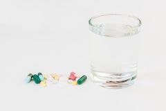 Medicinas com vidro Imagens de Stock Royalty Free