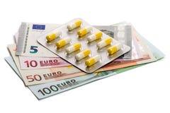 Medicinas y billetes de banco del euro fotografía de archivo libre de regalías