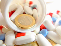 Medicinas y dinero Foto de archivo libre de regalías
