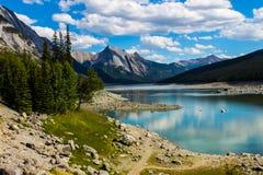 Medicine湖,贾斯珀国家公园 免版税库存图片
