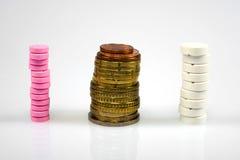 Mediciner och pengar Arkivbilder