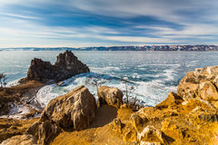Medicinman Rock, vinter Lake Baikal Ryssland arkivbild