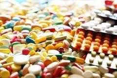 Medicinpreventivpiller- och blåsapacke Arkivbild