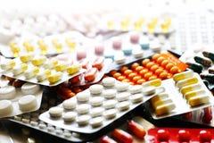 Medicinpreventivpillerar i packar Royaltyfria Bilder