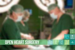 medicinsk begreppsbild för öppen hjärtkirurgi med symboler och doktorer på bakgrund Royaltyfri Bild