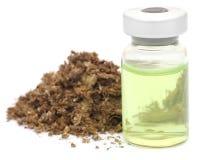 Medicinsk cannabis med den medicinska drogen i en liten medicinflaska Royaltyfri Bild