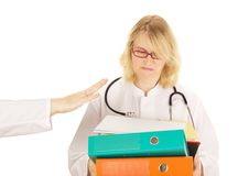 Medicinsk doktor med ett raddaarbete Arkivfoton