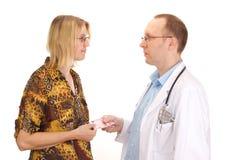 Medicinsk doktor och tålmodig med pengar Fotografering för Bildbyråer