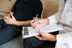 Medicinsk dokumentrapport för mental patient arkivfoto
