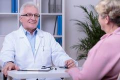 Medicinsk konsultation i doktors kontor royaltyfri fotografi