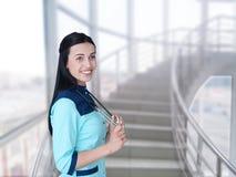 Medicinsk läkaredoktorskvinna på klinikbakgrund Arkivfoto