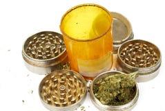 Medicinsk marijuana, flaska för receptRx preventivpiller och cannabis Arkivfoton