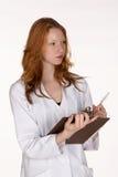 medicinsk professional writing för clipboard Arkivfoton