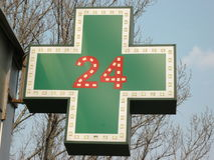 Medicinsk tjugo-fyra-timme apoteksignboard Royaltyfria Foton