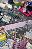 Medicinsk utrustning - ECG - droger - Pills Arkivbilder